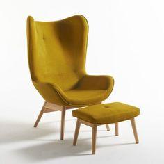 Le fauteuil à oreilles et son repose-pieds Crueso. La collection Crueso est fière de vous présenter le roi du confort et de l'ergonomie : le fauteuil à oreilles et son pouf repose-pieds vous propose confort et soutien avec des influences très scandinaves. Dimensions du fauteuil et du pouf Crueso :Totales du fauteuilLongueur : 75,5 cm Hauteur : 116,5 cmProfondeur : 85 cmDim. assise : L45 x H40 x P48,5 cmTotales du repose-piedsLongueur : 55,5 cm Hauteur : 35,7 cmProfondeur : 37,5 cmDim. as...