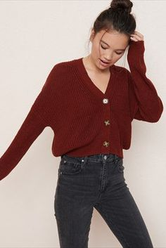 Button-Up Cardigan: perfect fall sweater. Cold Weather Outfits, Fall Winter Outfits, Autumn Winter Fashion, Casual Winter, Fall Fashion, Cardigan Outfits, Casual Outfits, Cute Outfits, Teen Fashion