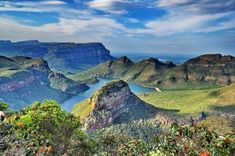 Stunning picture from God's Window at Blyde River Canyon in South Africa with Nomad Adventure Tours Places To Travel, Places To See, Beautiful Landscape Pictures, Visit South Africa, Out Of Africa, Adventure Tours, African Safari, Beautiful Places To Visit, Africa Travel