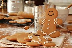 A very yummy recipe for gingerbread men with a quick and easy icing. Gingerbread Men Recipe from Grandmothers Kitchen. Holiday Cookies, Holiday Treats, Holiday Recipes, Gingerbread Man Cookies, Christmas Gingerbread, Gingerbread Men, Christmas Ideas, Grandmothers Kitchen, Mantecaditos