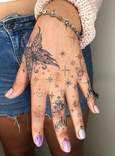 Dainty Tattoos, Large Tattoos, Girly Tattoos, Pretty Tattoos, Unique Tattoos, Body Art Tattoos, Tatoos, Cool Finger Tattoos, Cool Tattoos