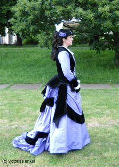 First bustle era day dress by Victorias Enkel - Frühe Tournüre Promenadenkleider