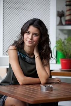 Picture of Beren Saat Famous Celebrities, Hollywood Celebrities, Beautiful Celebrities, Beautiful Actresses, Celebs, Turkish Fashion, Turkish Beauty, Amazing Women, Gorgeous Women