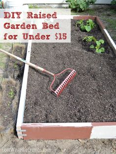 Wondering how to plant a garden without spending a fortune Heres a picture tutorial showing how to build a raised garden bed for less than 15 Building Raised Garden Beds, Raised Beds, Gardening For Beginners, Gardening Tips, Organic Gardening, Balcony Gardening, Container Gardening, Gardening Quotes, Indoor Gardening