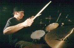 Scott Raynor, Blink-182's eerste drummer (1992-1998). Een goeie Punk-rock drummer, kon snelle moeilijke punk beats spelen. Hij werd in 1998 uit de band gezet wegens een alcohol probleem.