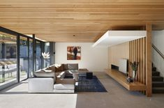 Modern Meets Traditional: The Lovely Hawthorn House in Melbourne, Australia Wood Details Living Room Modern Meets Traditional: The Lovely Hawthorn House in Melbourne, Australia Living Room Modern, Living Room Designs, Living Spaces, Modern Interior Design, Interior Architecture, Contemporary Architecture, Contemporary Style, Building Architecture, Timber Ceiling