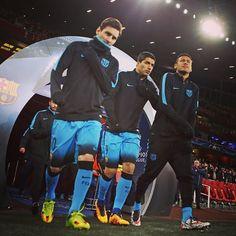 The other side of FC Barcelona's win over Arsenal in London. More photos at fcbarcelona.com L'altra cara de la victòria a Londres. Més fotos a fcbarcelona.cat La otra cara de la victoria en Londres. Más fotos en fcbarcelona.es #igersFCB #Suarez #Messi #NeymarJr #FCBarcelona @leomessi @luissuarez9 @neymarjr