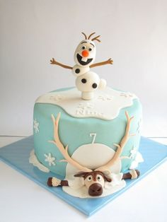 Obligatory Frozen cake pin for the obligatory Frozen party we'll probably end up… Fondant Cakes, Fondant Figures, Cupcake Cakes, Fondant Olaf, Girl Cupcakes, Birthday Cupcakes, Bolo Olaf, Elsa Torte, Pastel Frozen