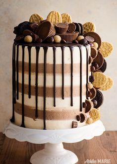 Triple Peanut Butter Cake Recipe Video Ashlee Marie Cake Peanut Butter Dessert Holiday Cravings Summer via ashleemariecakes Mini Desserts, Holiday Desserts, Delicious Desserts, Dessert Recipes, Easy Cake Recipes, Summer Cake Recipes, Cheesecake Desserts, Holiday Cakes, Food Cakes