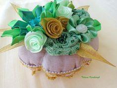 Portaspilli decorativo,fiori di nastro di Le meravigle di nastro su DaWanda.com