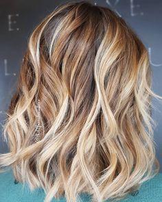 Facciamo la nostra prima conoscenza del creamy blonde, una tonalità di biondo che potrebbe rendere fantastico il vostro autunno! Creamy Blonde, Hair Makeup, Long Hair Styles, Beauty, Blonde Highlights, Long Hairstyle, Party Hairstyles, Long Haircuts, Long Hair Cuts