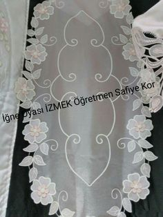 This Pin was discovered by iğn Brother Innovis, Fabric Stiffener, Romanian Lace, Needle Lace, White Embroidery, Lace Making, Lace Patterns, Cutwork, Table Toppers