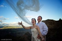 Trash the dress in Kauai - Hawaii