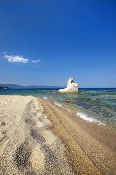 Astonishing views from Greece Greece House, Unbelievable Pictures, Island 2, Greece Islands, Thessaloniki, Greece Travel, Beach Fun, Beautiful Beaches, Where To Go