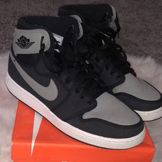 Shop Men's Gray Black size Sneakers at a discounted price at Poshmark. White Nike Shoes, Nike Air Shoes, Jordan Shoes Girls, Girls Shoes, Jordan 1 Gray, Sneakers Fashion, Shoes Sneakers, Outfits Hombre, Shoes Too Big