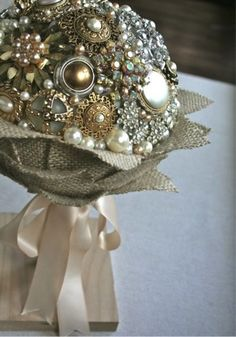 vintage-broach-bouquet