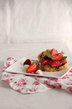 frenchtoast076 Pain perdu à la vanille & au lait d'amande, compotée rhubarbe et fruits rouges