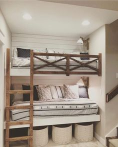 😍Isn't this room amazing? And can we talk about how cool those built in bunks. - 😍Isn't this room amazing? And can we talk about how cool those built in bunks are? Bunk Beds For Boys Room, Bunk Bed Rooms, Bunk Beds Built In, Kids Bedroom, Bedroom Decor, Build In Bunk Beds, Bunk Bed Rail, Teen Bunk Beds, Teen Bedrooms
