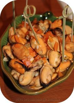 THE MUSSES IN THE SHEEP – An authentic Spanish tapas recipe, very simple to make and really delicious, provided you like the mussels ! Tapas Recipes, Spicy Recipes, Fish Recipes, Healthy Recipes, Baguette Recipe, Lamb Stew, Seafood Appetizers, Spanish Tapas, Tips & Tricks