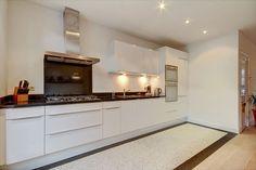 Jaren30woningen.nl | Strakke moderne keuken met #terrazzo vloer in jaren 30 woning in Haarlem