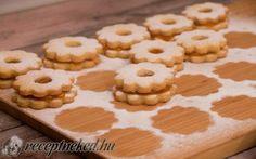 A legpuhább linzer karika Muffin, Cookies, Cake, Food, Crack Crackers, Biscuits, Kuchen, Essen, Muffins