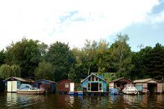 Houseboat by Mjölk Architekti (1)