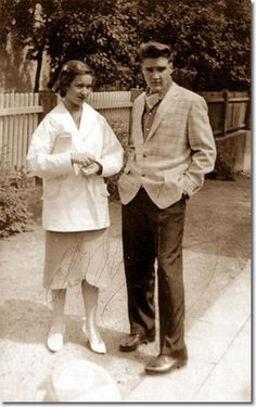 Elvis with Elisabeth Stefaniak on the property of Goethestraße 14 in Bad Nauheim in March 1959. Elisabeth later married Elvis' army buddy Rex Mansfield.