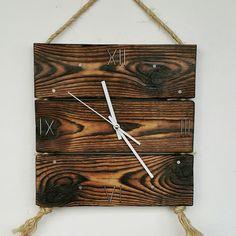 Часы из массива дерева, сосна