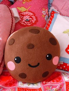 giant chocolate chip cookie pillow | http://www.flickr.com/photos/kitty80/4459619400/in/set-72157603063884600/