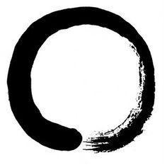 Enso es un símbolo Japones que representa la perfección, el vacío de la mente y la calma, así como la iluminación. Está muy ligado al minimalismo japonés y se usa para representar el tipo de budismo denominado Zen.