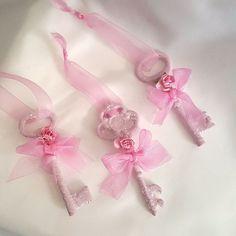 5 Pink Skeleton Key Christmas Ornaments Shabby Cottage Chic Roses Glitter Ribbon #MyChicFrenchCottage #ShabbyCottageChic