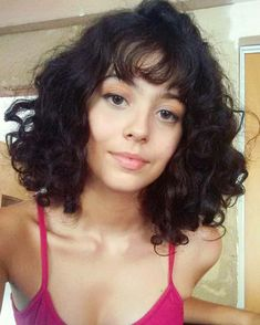 Nette kurze gelockte Frisuren für süße Ansicht cute Cute Short Curly Hairstyles for Cute ViewCurly hairstyles are cute and pretty. Whether you have natural short curls or those with a loc … Cute Short Curly Hairstyles, Curly Lob, Curly Hair Styles, Curly Hair With Bangs, Hairstyles With Bangs, Cool Hairstyles, Pinterest Hair, Hair Looks, Hair Lengths