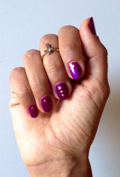 #manicura # puntitosdorados #violeta #manicure #goldendots http://amisqueridasmujeres.blogspot.com.es/ https://www.facebook.com/redlipsmakeup?ref=hl http://redlipsmakeupstudio.com/
