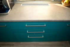 Mobilier Bucatarie MDF vopsit Turquoise lucios RAL 5021 si Bej Mat RAL 1013 grilaj din aluminiu pentru aerisire Filing Cabinet, Corner Desk, Dresser, Storage, Furniture, Bathroom, Decoration, Home Decor, Corner Table