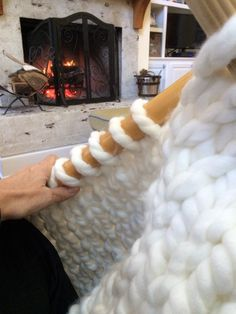 DIY A Thick, Cozy, Chunky Knit Blanket. — Nourish and Nestle Knit & Crochet Patterns and Tips Knot Blanket, Giant Knit Blanket, Chunky Blanket, Chunky Yarn, Chunky Knits, Arm Knitting, Knitting Patterns, Diy Giant Knitting Needles, Knitting Ideas