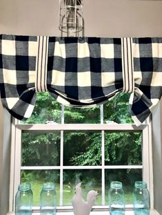 Sew Curtains no sew black and white plaid valence tutorial - If you are looking for on trend buffalo check curtains without the high price of the Department Store, check out this easy no sew buffalo check version. Tuscan Kitchen, Kitchen Decor Themes, Simple Curtains, Farmhouse Kitchen Curtains, Curtains, No Sew Curtains, Easy Home Decor, Cabinet Decor, Buffalo Check Curtains