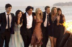 Adam Brody (Seth Cohen), Rachel Bilson (Summer Roberts), Peter Gallagher (Sandy Cohen), Kelly Rowan (Kirsten Cohen), Ben McKenzie (Ryan Atwood), Mischa Barton (Marissa Cooper) & Melinda Clarke (Julie Cooper) - Cast of O.C.