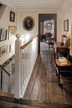 to Fill Gaps In a Wide-Plank Wood Floor How To Fill Gaps In Wide Plank Flooring - video tutorial - This Old House. ♥♥♥How To Fill Gaps In Wide Plank Flooring - video tutorial - This Old House. This Old House, Style At Home, Quinta Interior, Cottages Anglais, Style Cottage, Colonial Cottage, English Cottage Style, English House, French Cottage