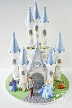 Cinderella castle cake made by www.sweetsabbys.com