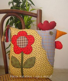I love chickens Almofada Galinha Chicken Pillows, Chicken Quilt, Fabric Crafts, Sewing Crafts, Sewing Projects, Cute Pillows, Throw Pillows, Chicken Crafts, Quilting