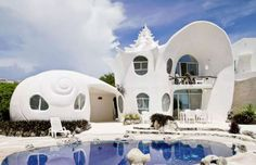 This famous Airbnb favorite looks like it should belong to a 21-year-old Little Mermaid. The giant s... - Airbnb