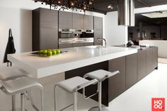 Artwork of Wenge Kitchen for Aristrocratic Fashion Trend – New Idea Small Space Kitchen, Open Kitchen, Kitchen Living, Modern Kitchen Cabinets, Kitchen Interior, Luxury Kitchens, Cool Kitchens, Home Lighting Design, Appartement Design