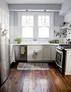 desain dapur kecil warna putih