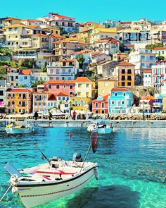 Greece Travel Guide Easy Planet Travel - World travel made simple Places Around The World, Oh The Places You'll Go, Travel Around The World, Places To Travel, Places To Visit, Vacation Places, Honeymoon Destinations, Greece Pictures, Photos Voyages