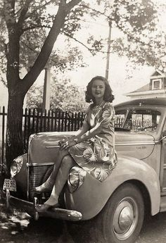 +~+~ Vintage Photograph ~+~+  Sitting Pretty