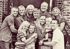big family- love!....good idea for our upcoming family photo shoot