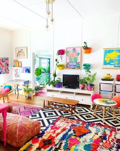Thanks so much for all the love on my last post, I'm trying to get through all the comments as best I can! The days are getting more hectic… Room Colors, House Colors, Colorful Decor, Colorful Interiors, Room Ideas Bedroom, Bedroom Decor, Living Room Designs, Living Room Decor, Colourful Living Room