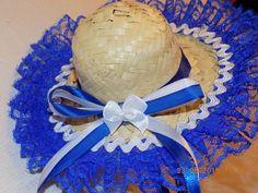 Chapeuzinho junino pequeno, de palha, confeccionado na cor escolhida pelo cliente. Chapeuzinho personalizado com renda e fitas de cetim.