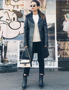 Entre dégaine rétro et allure intemporelle, ce manteau réglisse Louis Vuitton à tout bon ! (photo Collage Vintage)
