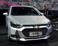 "(Marco ASA) - A Spin ""matou"", de uma só vez, dois modelos de sucesso da Chevrolet. Seu modelo de cinco lugares substituiu a Meriva e, a de sete lugares, a Zafira. Mesmo com design controverso (sua ..."